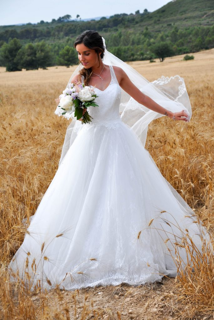 robe de mariée romantique en dentelle décolleté V modèle CHANTILLY