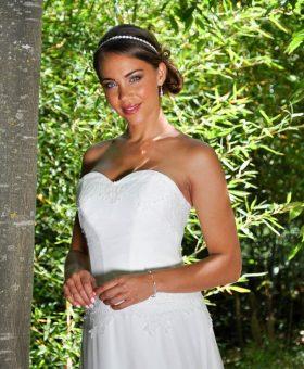 DELICE robe de mariée bohème en dentelle manches courtes