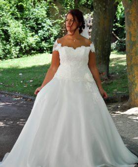 robe de mariée romantique pour femme ronde collection Les Mariées de Provence 2018 MOTS DOUX
