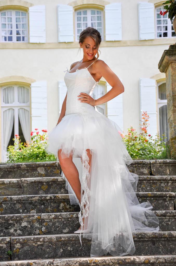 robes de mari e romantiques avec longue traine en tulle. Black Bedroom Furniture Sets. Home Design Ideas