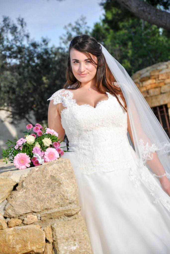 robe de mariée romantique pour femme ronde collection Les Mariées de Provence  LAURA